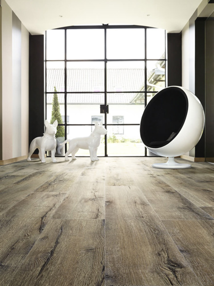 Moduleo Impress Mountain Oak 56870 LVT modern room with 60s egg chair